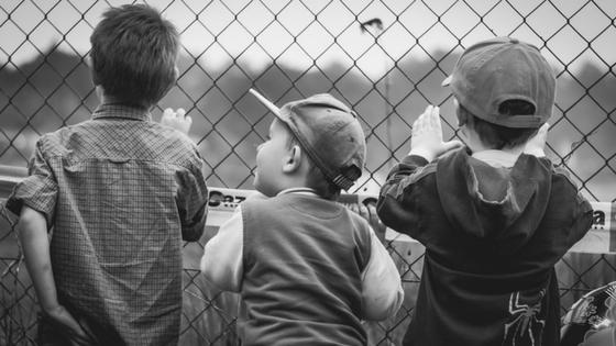 osservare la propria reputazione online come bambini che osservano